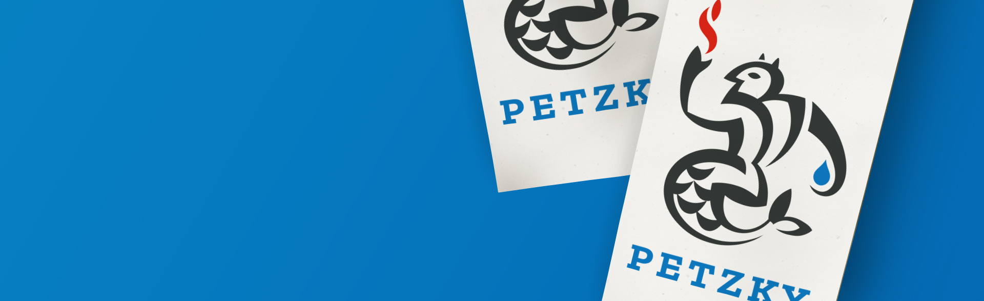 zwei Visitenkarten des Sanitärtechnikers Petzky mit dem Logo halb Teufel, halb Wassermann