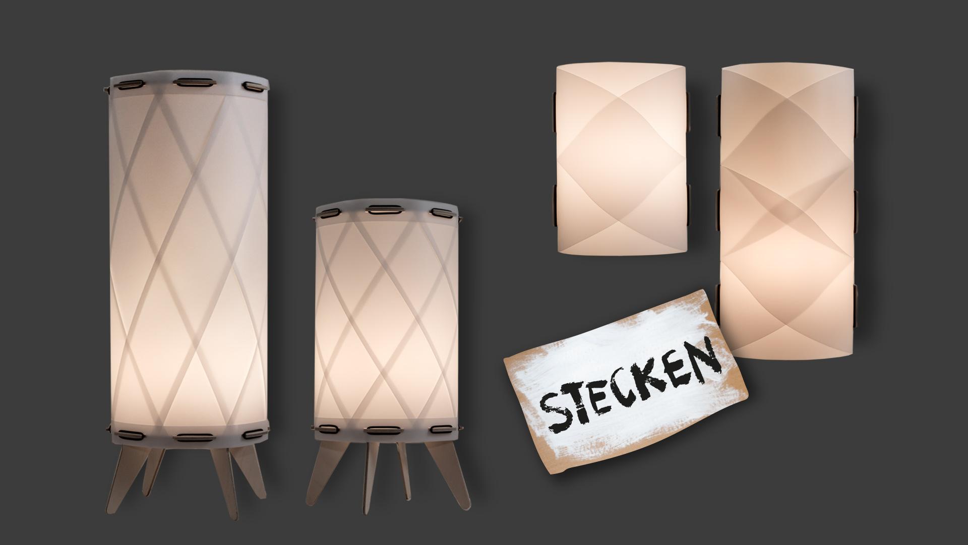 """Ornamentlampen der bei Werkhaus vertriebenen Lampenserie mit einem Pappschild, auf dem in Großbuchstaben das Wort """"Stecken"""" steht"""