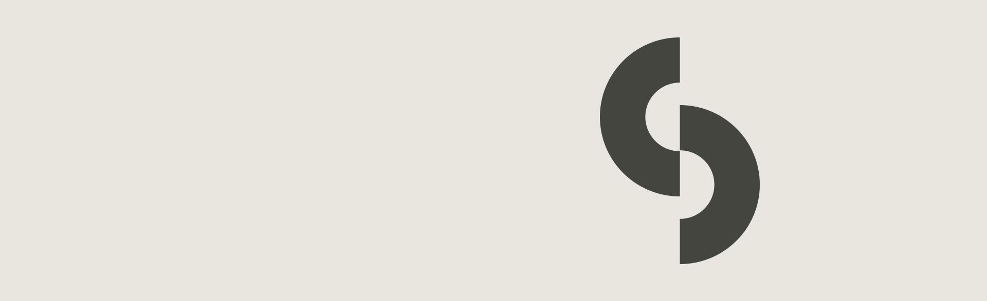 Logo der therapeutin Sarah Schumann - zwei halbe Ringe, die ein S bilden und zusammengefügt einen Kreis ergeben würden